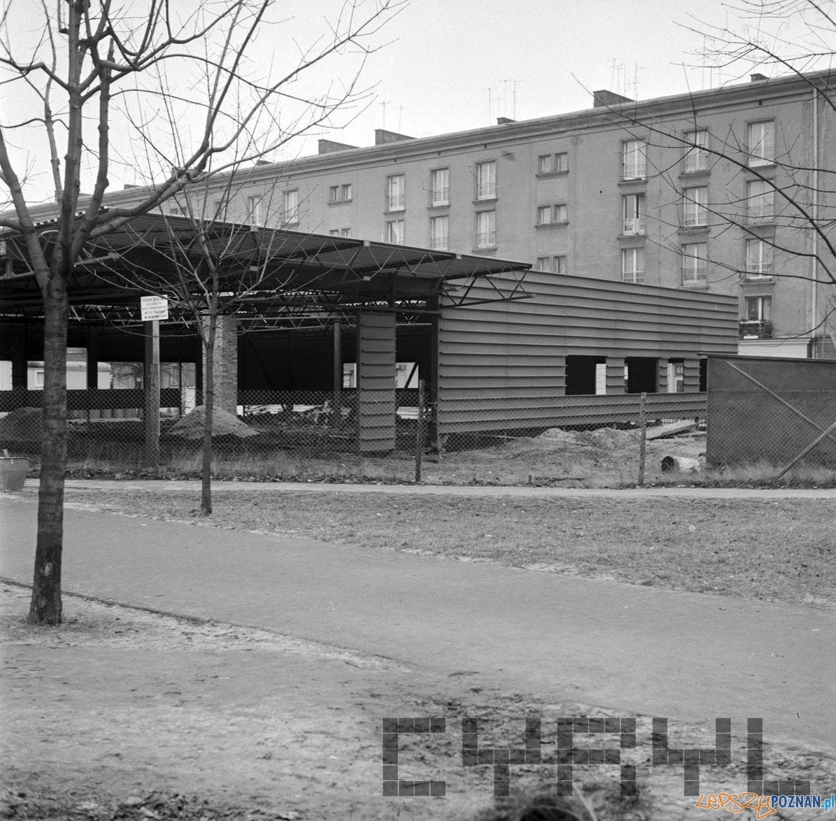 Dębiec - budowa baru Giermek [21.01.1974] - dziś mieści się tam Biedronka  Foto: Stanisław Wiktor / Cyryl
