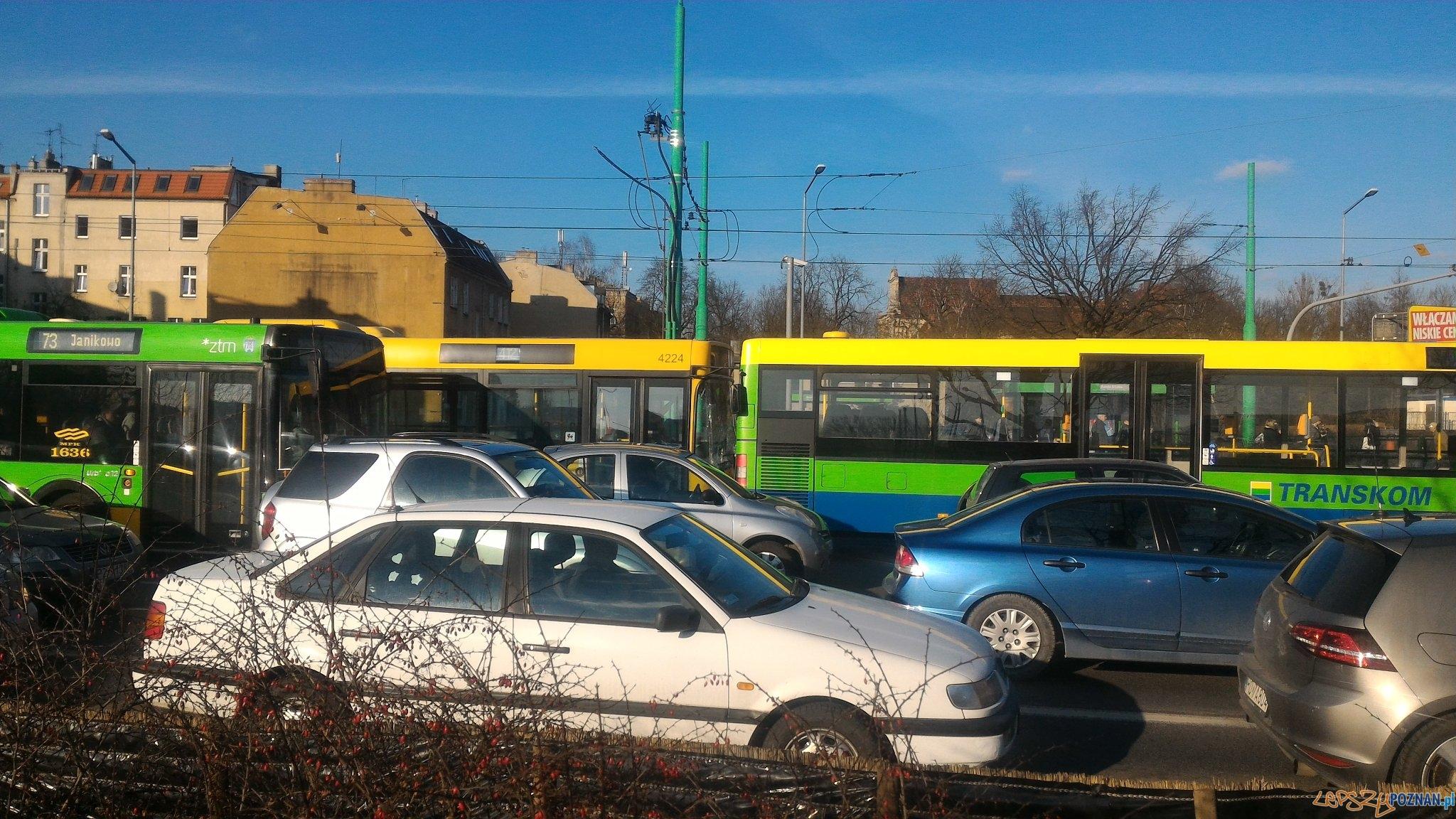 Zderzenie autobusów na Śródce  Foto: twitter / Michał