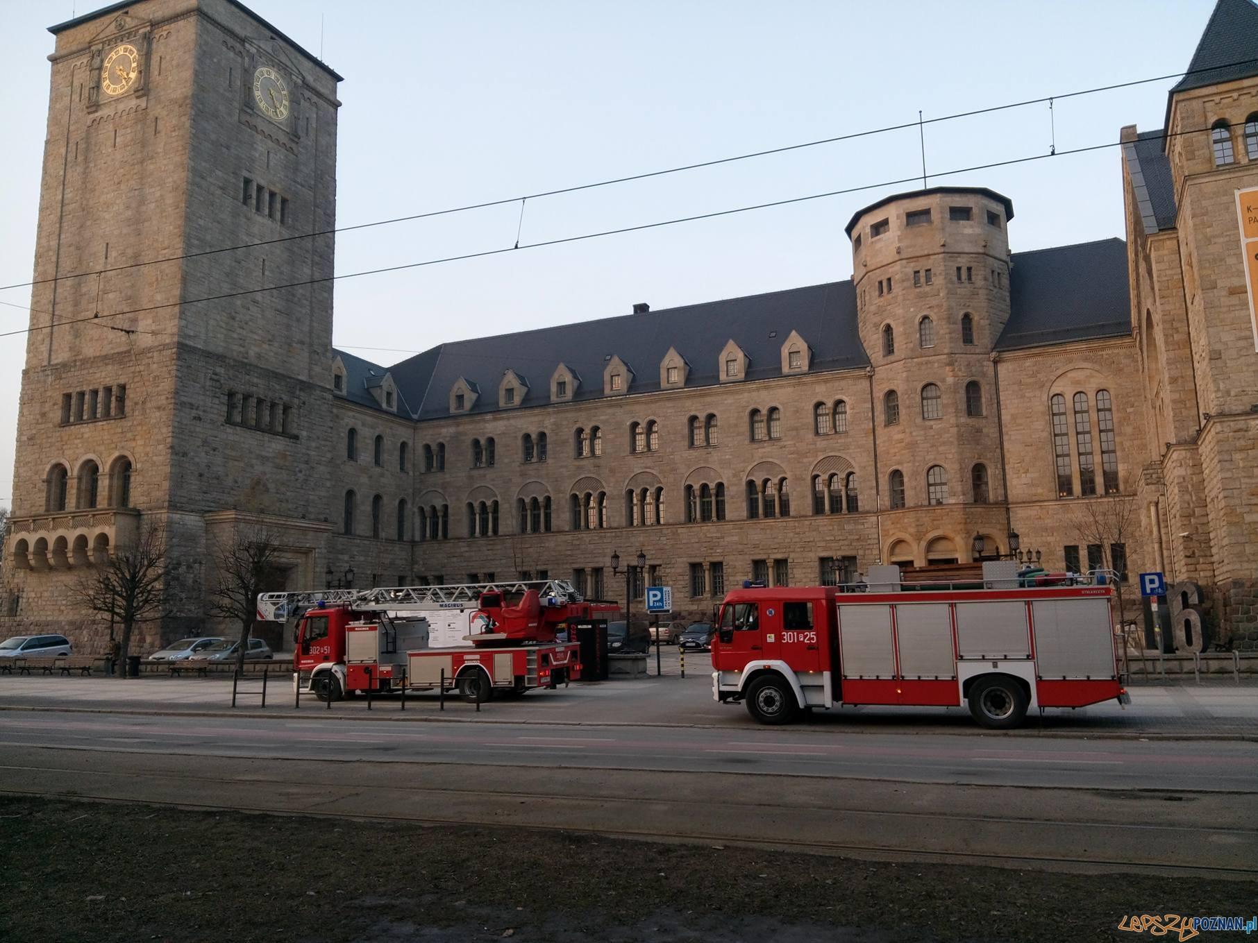 Alarm pożarowy w CK Zamek  Foto: lepszyPOZNAN.pl / gsm