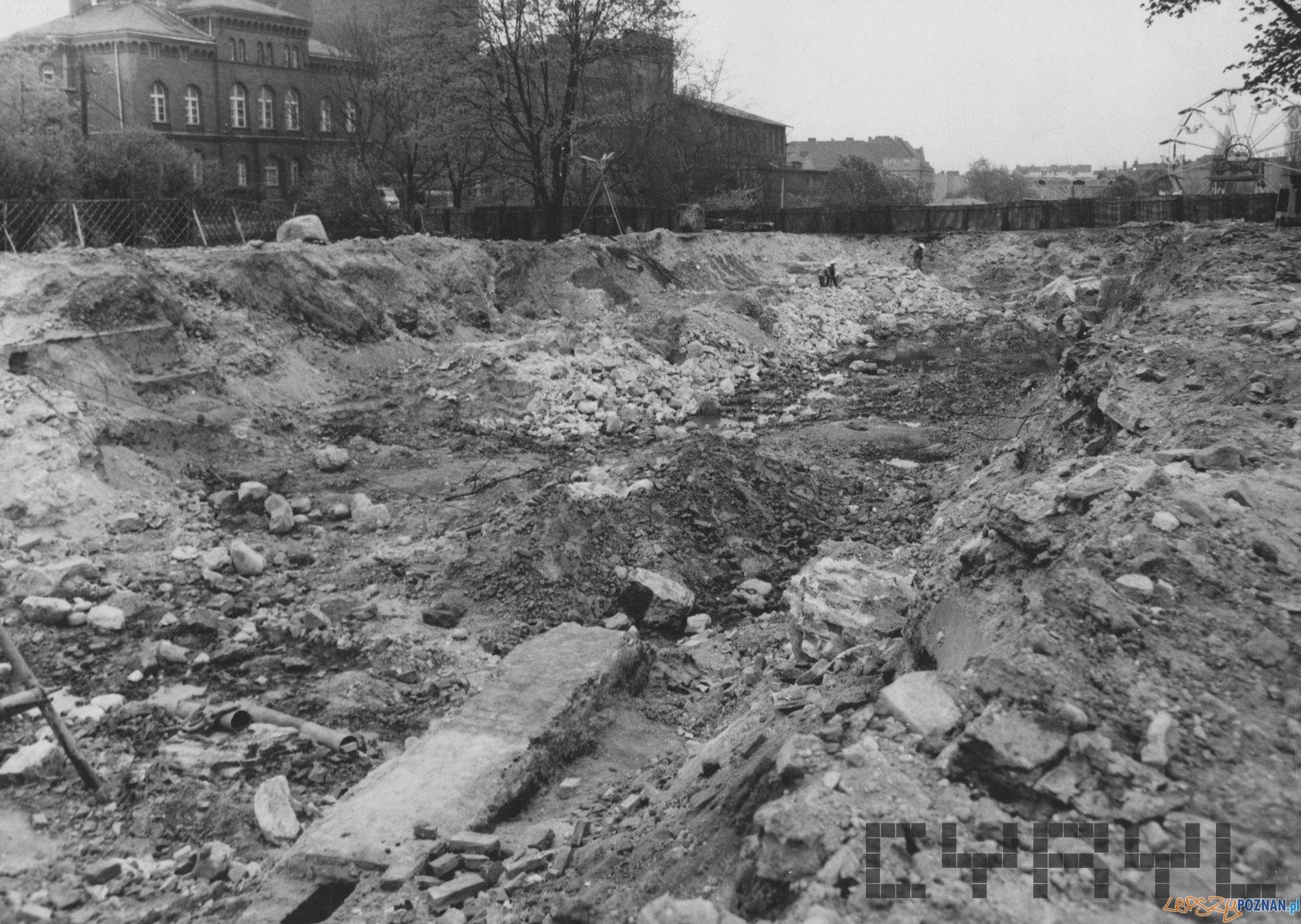 Budowa Hotelu Poznań - fragmenty fundamentów Fortu Grolman - 4. kwietnia 1974  Foto: Joanna Szymkowiak / MKZ / Cyryl