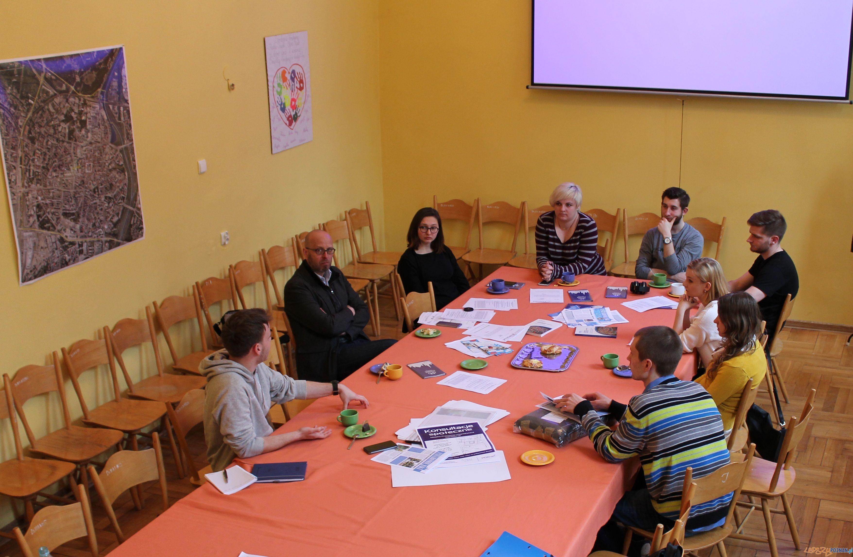 Studenci UAM w terenie poznawali działanie lokalnego samorządu  Foto: Aliaksandr Krauchanka
