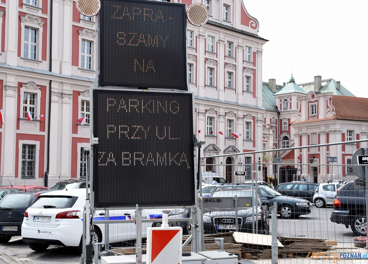 Tablice informacyjne na pl. Kolegiackim  Foto: UMP
