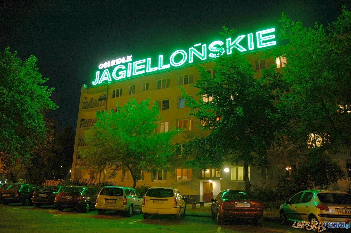 Osiedle Jagiellońskie - neon  Foto: wikipedia