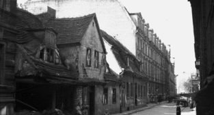 Ulica Za Bramką - rok 1947  Foto: Bogdan Celichowski / fortepan.hu / fotopolska.eu / CC