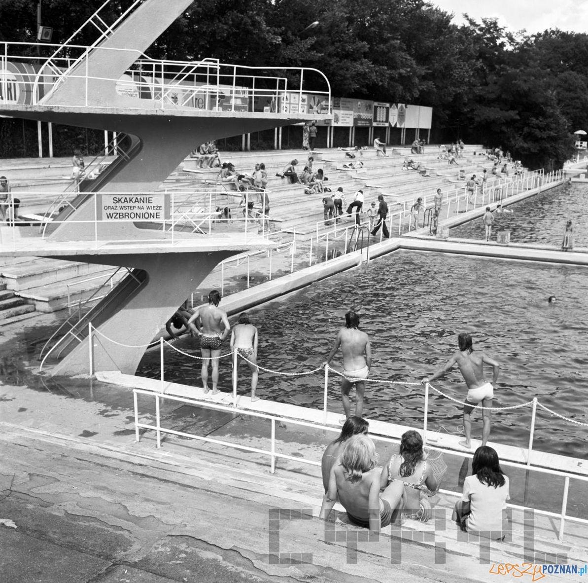 Pływalnia na Niestachowskiej 10.08.1975  Foto: Stanisław Wiktor / Cyryl