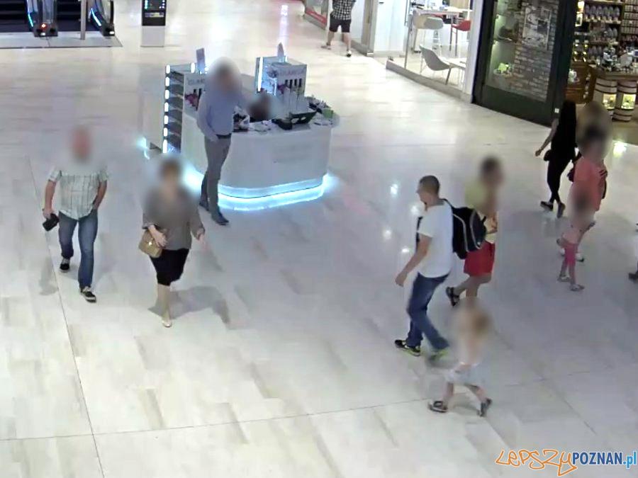 Rasistowski atak w galerii handlowej  Foto: monitoring