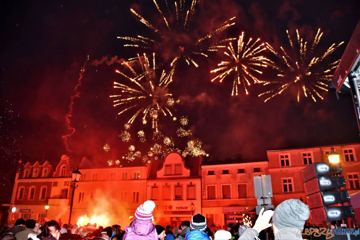 Huczne powitanie 2018 roku na swarzędzkim rynku  Foto: UMiG Swarzędz