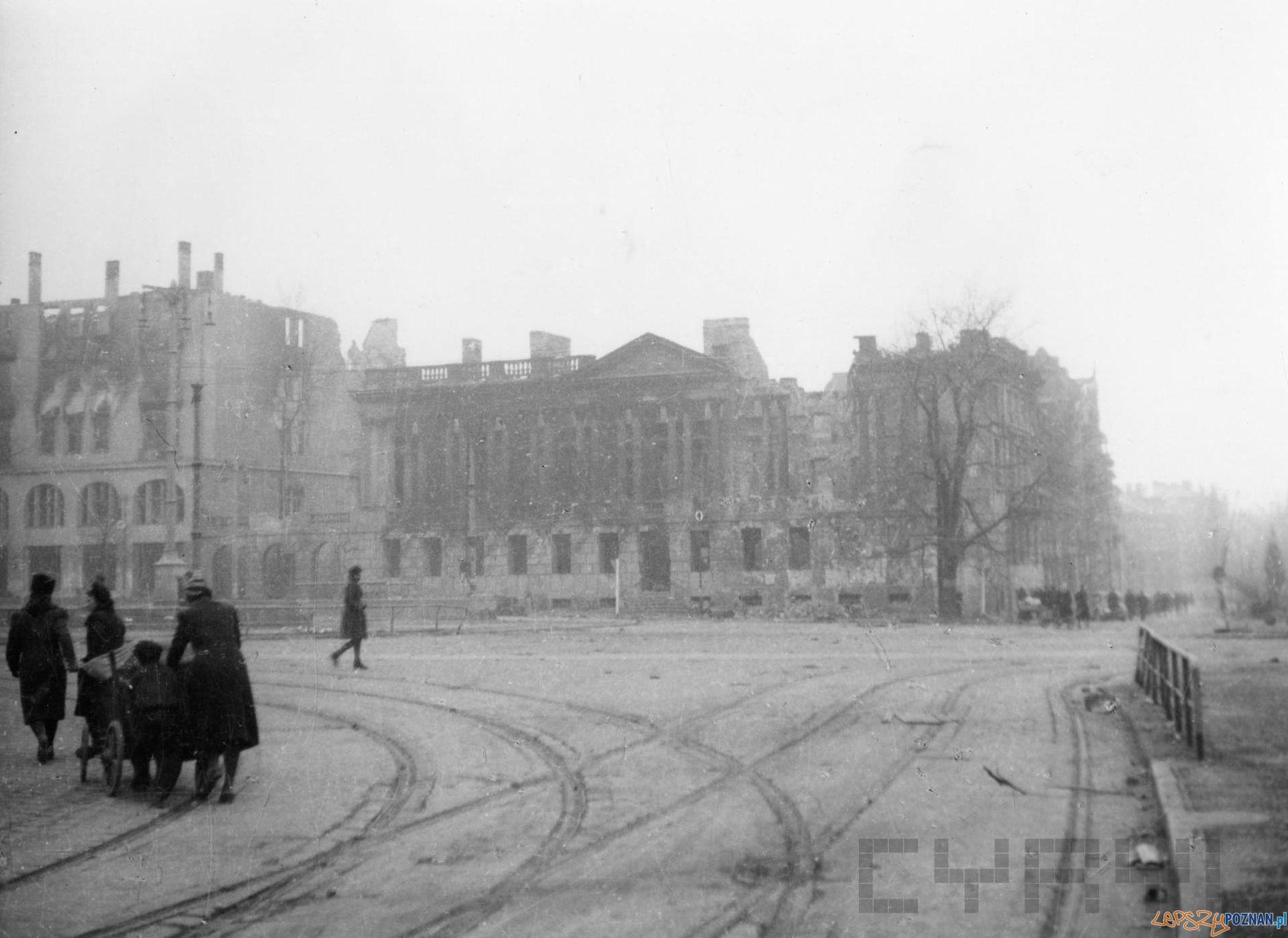 Plac Wolności 1945 - wojenny Poznań  Foto: Zbigniew Zielonacki / Cyryl