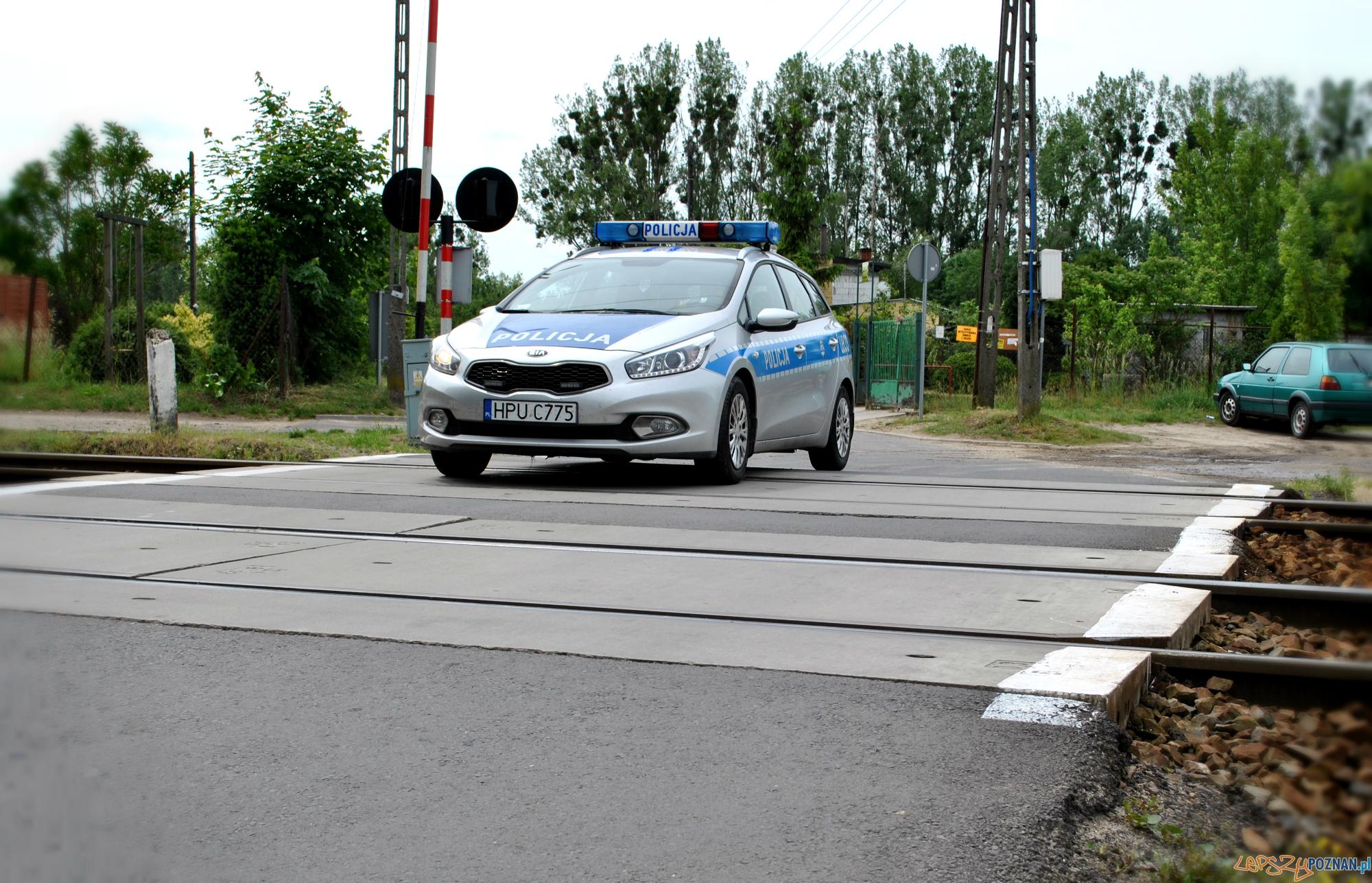 Szlaban na ryzyko - kontrole przy przejazdach kolejowych  Foto: KWP