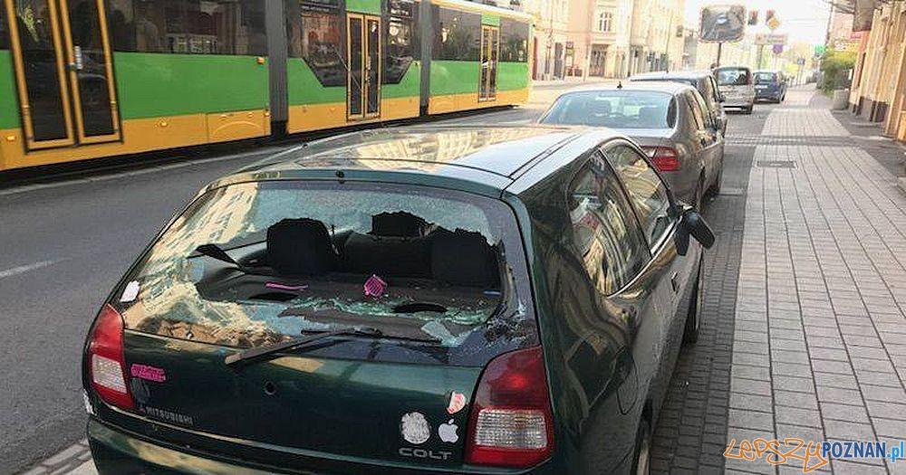 Zniszczonen auta na Głogowskiej  Foto: Straż Miejska