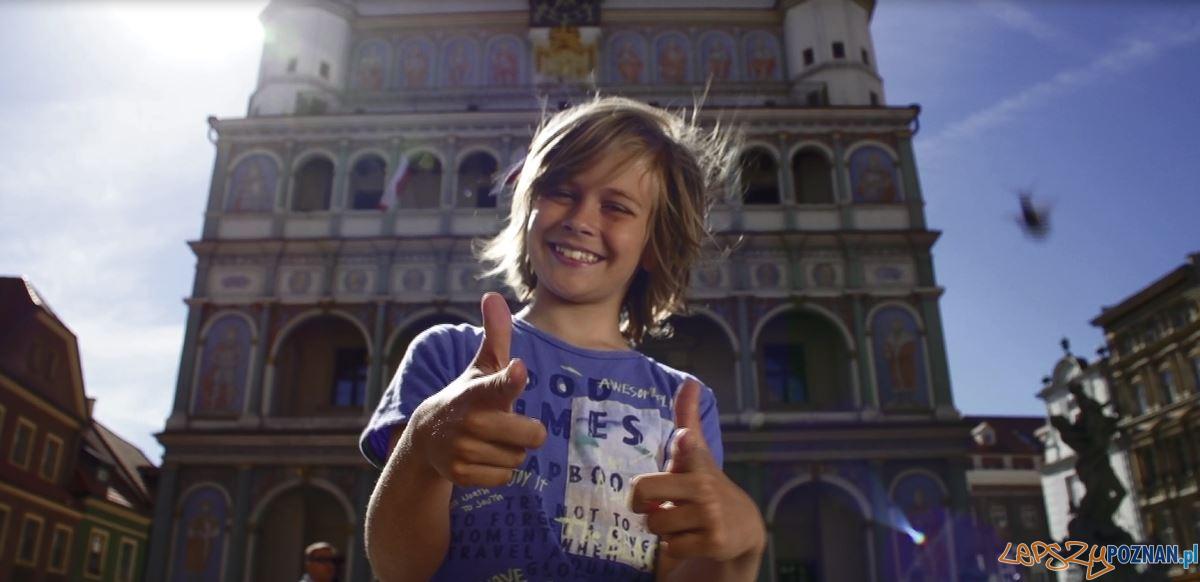 zdjecie z filmu promujacego bezplatną komunikację dla dzeci  Foto: UMP / materiały prasowe
