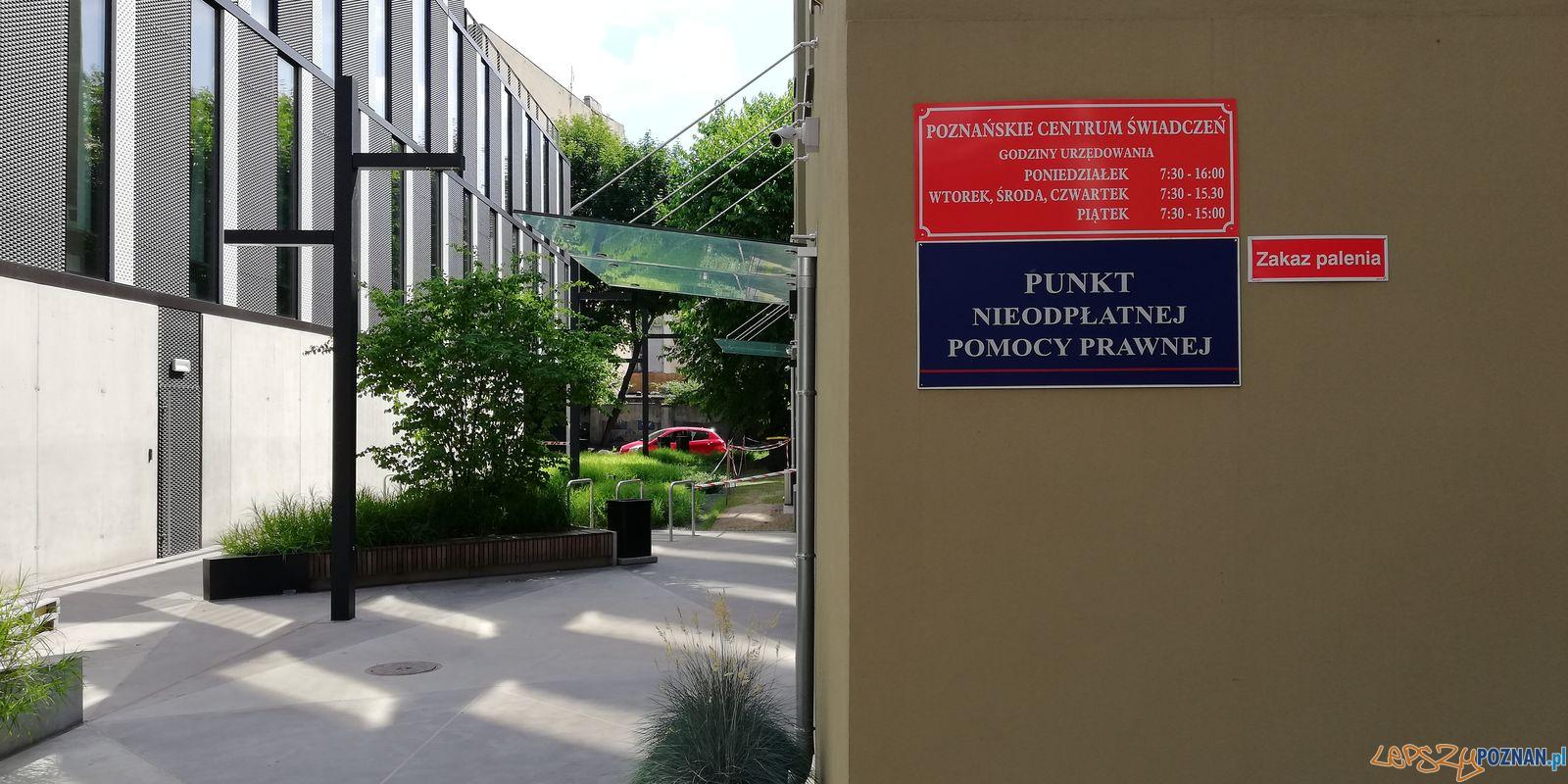 Poznańskie Centrum Świadczeń - ul. Za Bramką  Foto: Tomasz Dworek