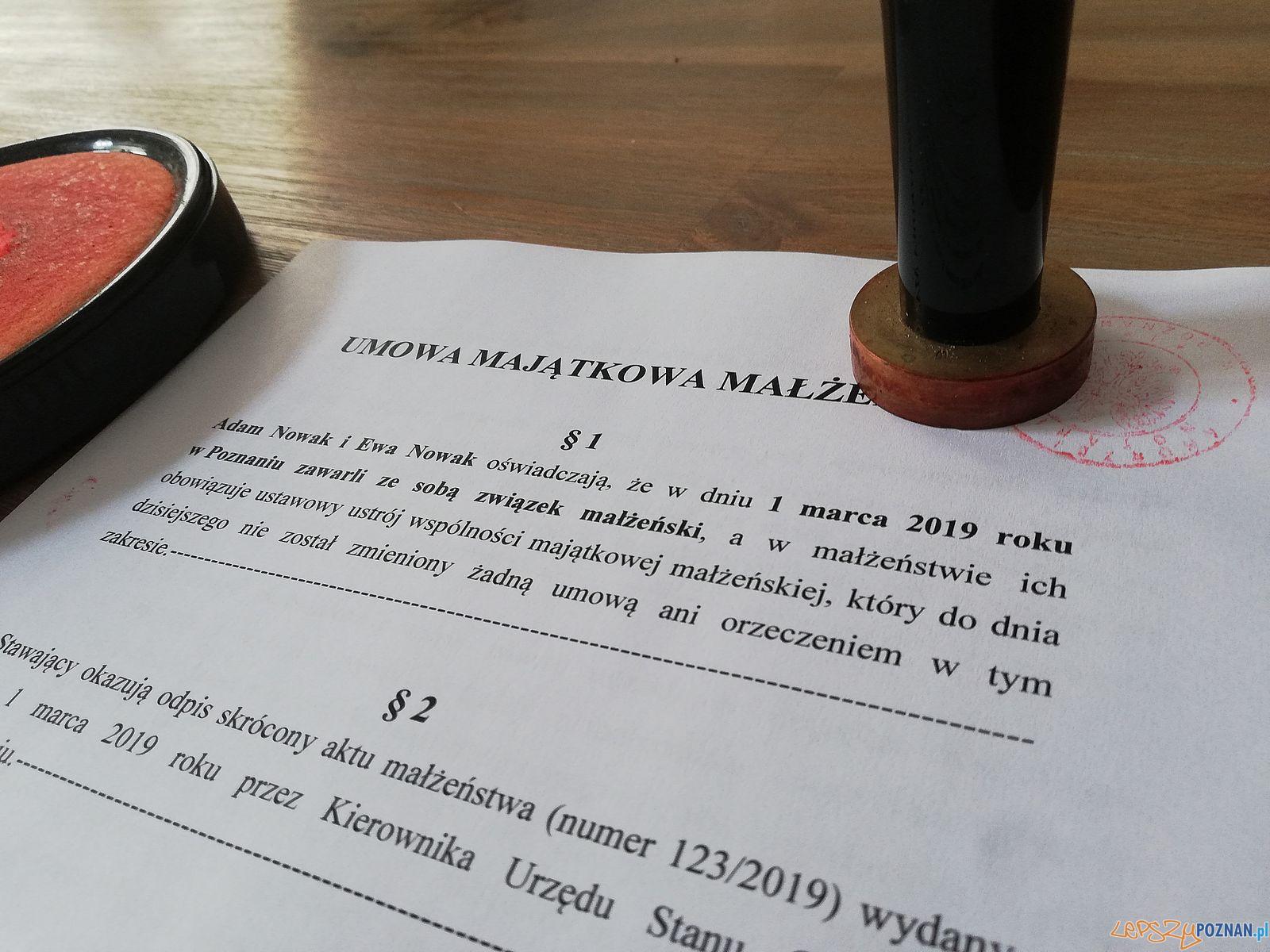 Notariusz - umowa  Foto: materiały prasowe Izby Notarialnej w Poznaniu