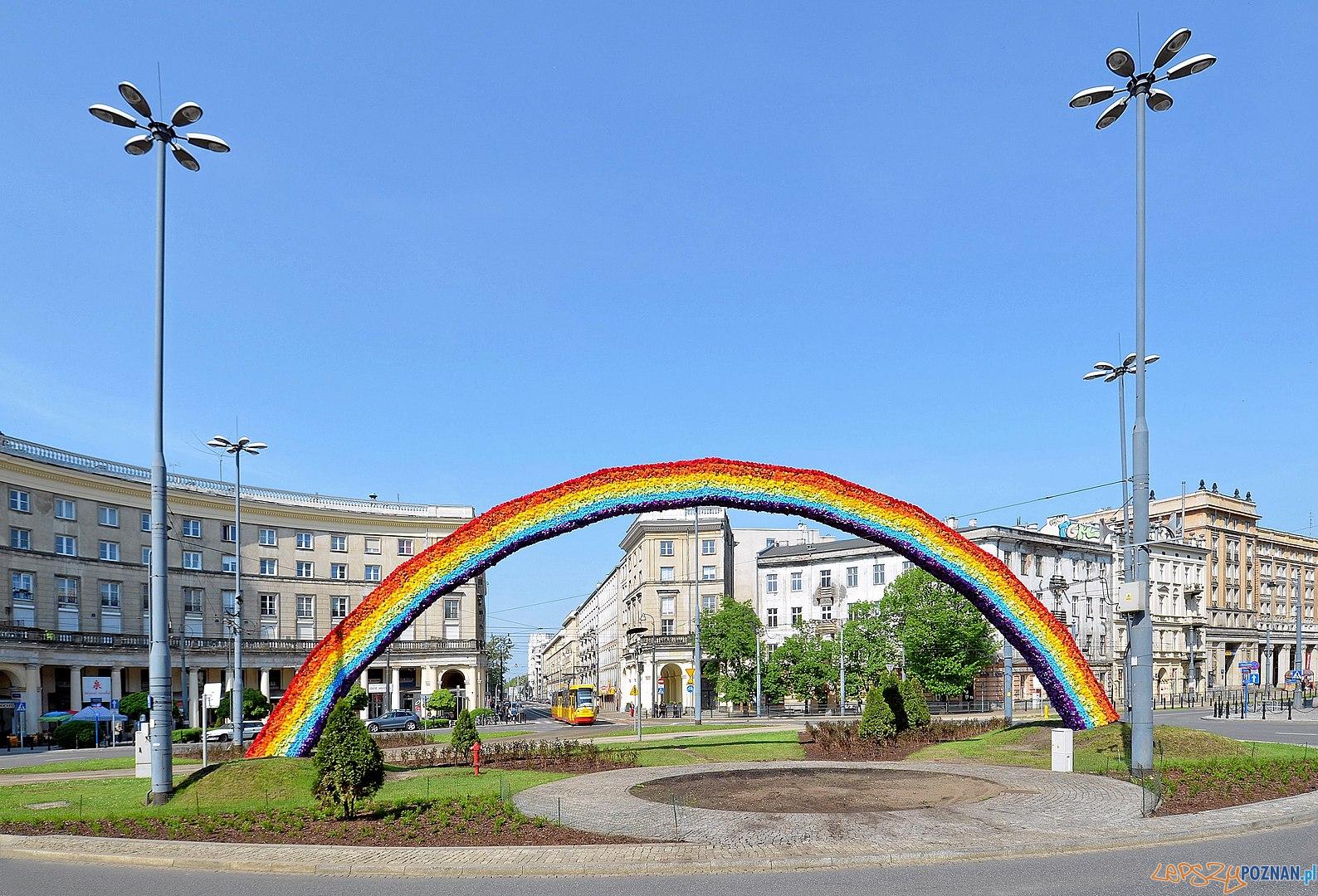Tęcza - Plac Zbawiciela  Foto: Adrian Grycuk, lic. CC BY-SA 3.0 pl