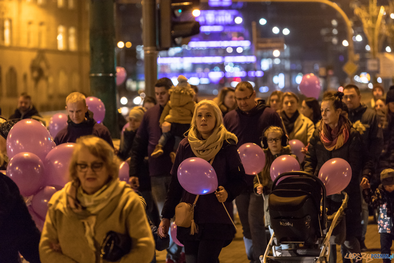 Spacer dla Wcześniaka - fioletowe światełko do nieba  Foto: lepszyPOZNAN.pl/Piotr Rychter