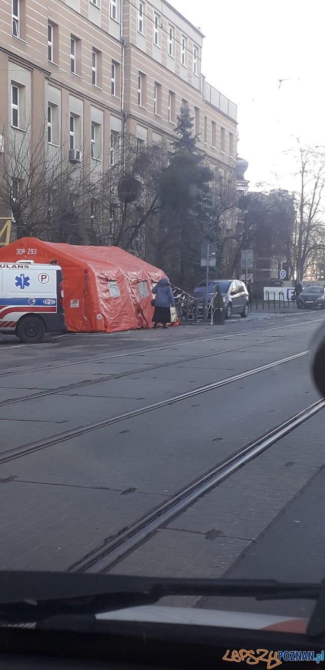 Namiot przy szpitalu HCP  Foto: Piotr Gładysiak / Nieformalna Grupa Wildecka